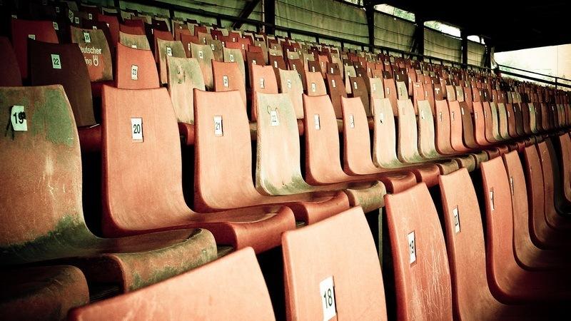 Plastiksitze der alten Gegengerade