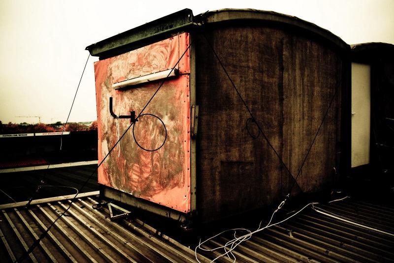 Das Kamerahäuschen auf dem Dach der alten Gegengerade