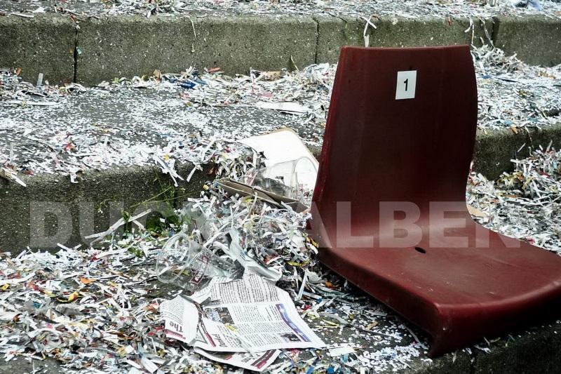 Konfetti-Sitz der alten Gegengerade