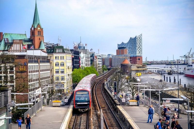 U-Bahn-EInfahrt in die Landungsbrücken-Haltestelle