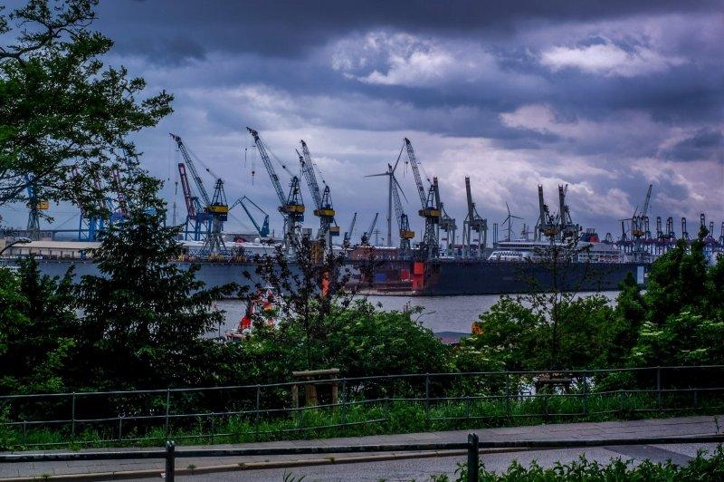"""""""Bei der Erholung"""" mit Blick auf den Hafen"""