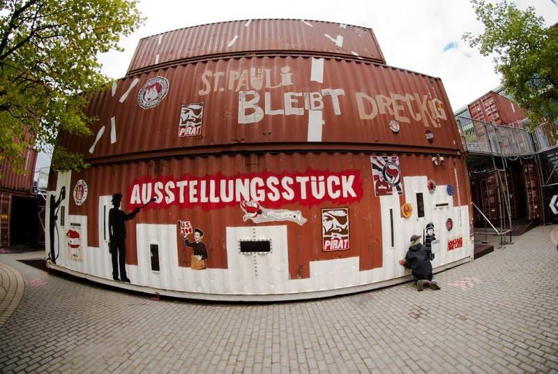 Container zur 100-Jahre Ausstellung auf dem Südkurvenvorplatz