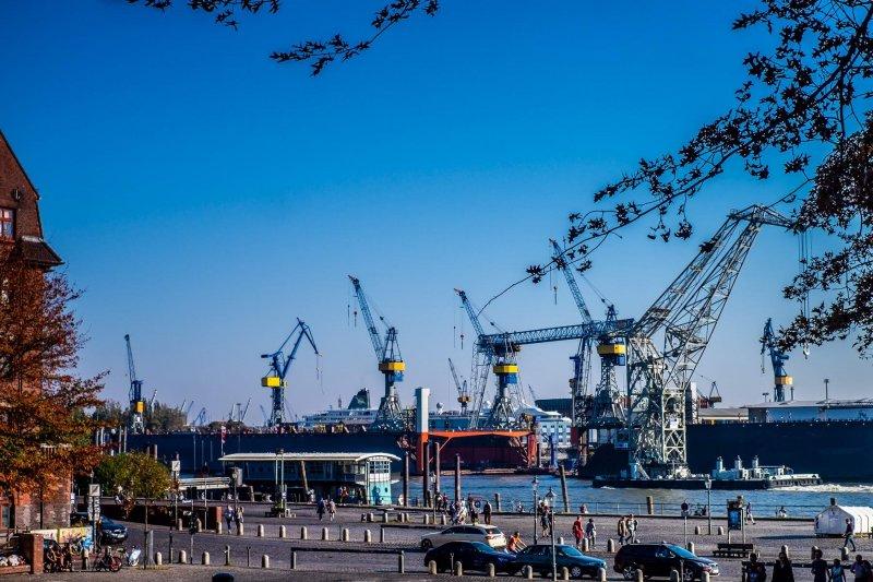 Blohm & Voss - Dock Elbe 10 vom Altonaer Fischmarkt