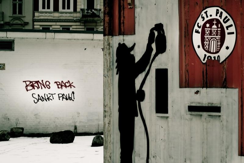 Graffiti am Container auf dem Harald-Stender.-Platz - Bring back St.Pauli