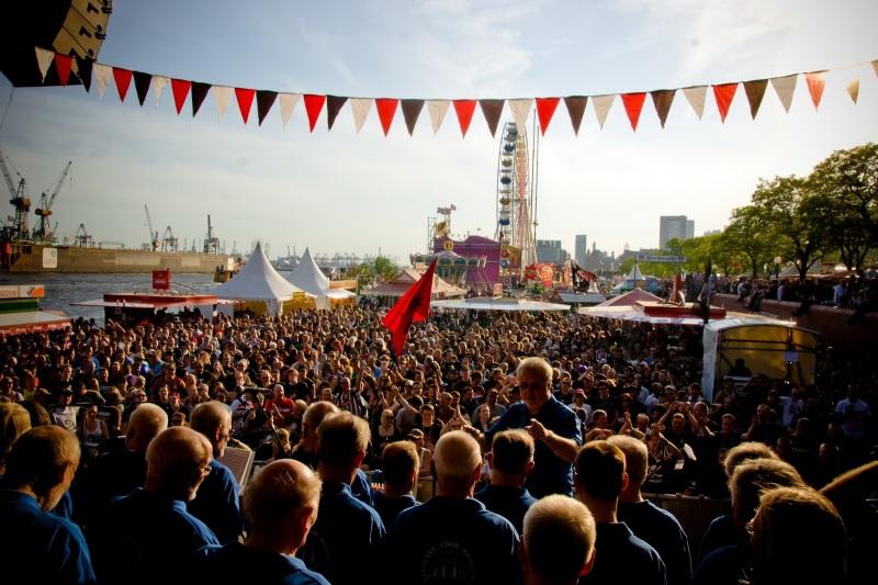 Shnty-Chor auf der Jolly Roger Bühne zum FCSP100-Jubiläum