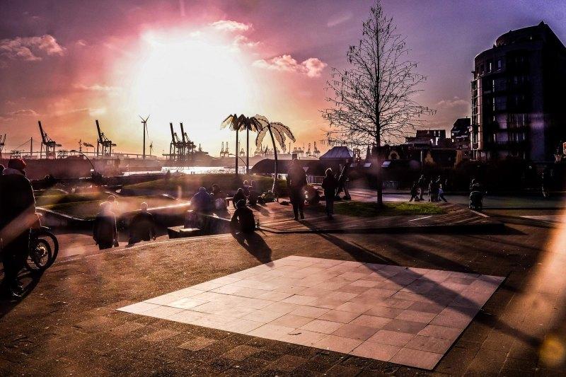 Park Fiction im Winter mit teifstehender Sonne