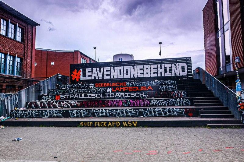 "Graffiti auf dem Lattenplatz - ""Leave no one behind"""